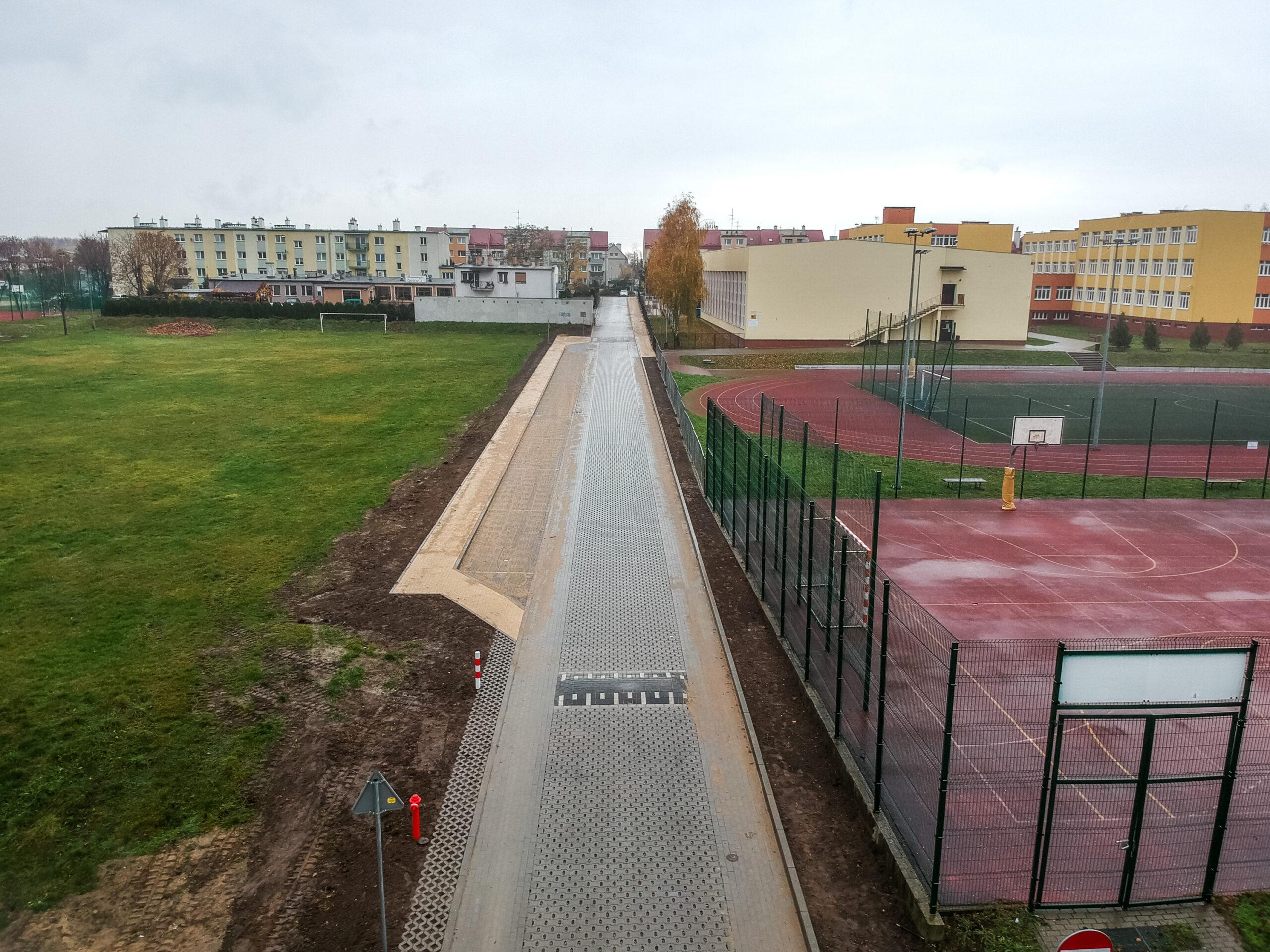 Zdjęcie przedstawia drogę