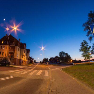 Ulica Strzelecka wieczorową porą
