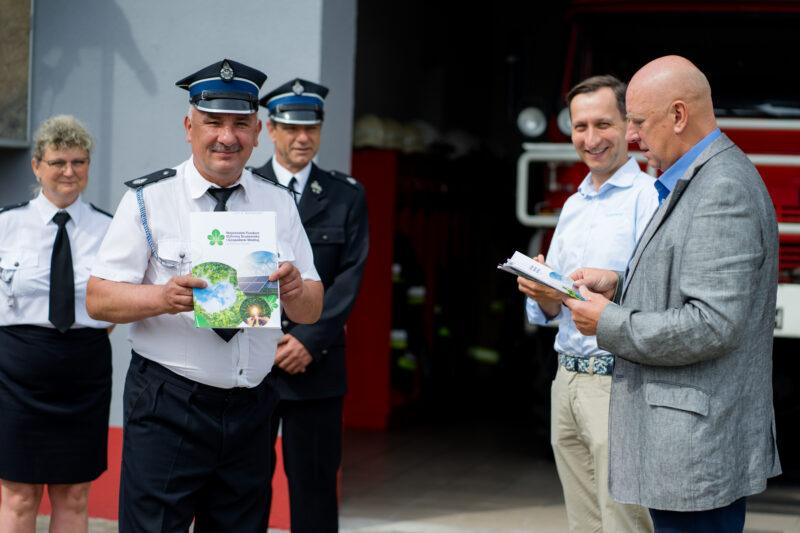 Wręczenie umowy w ramach Ogólnopolskiego programu finansowania służb ratowniczych.