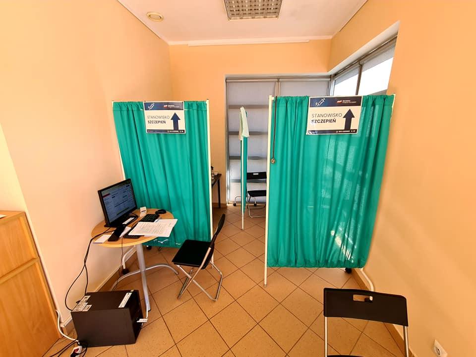 Zdjęcie punktu szczepień wewnątrz budynku PIT